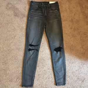 BRAND NEW AMERICAN EAGLE HIGH RISE DISTRESSED JEAN